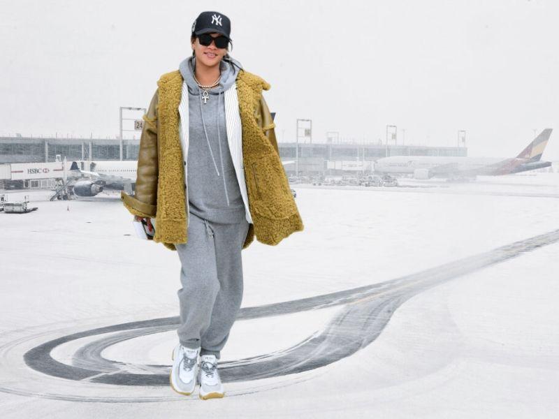 Рианна представила стильный образ для зимних выходных