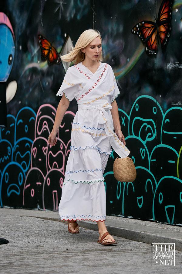 Модные тренды обуви весна-лето 2020. Сандалии-стринги