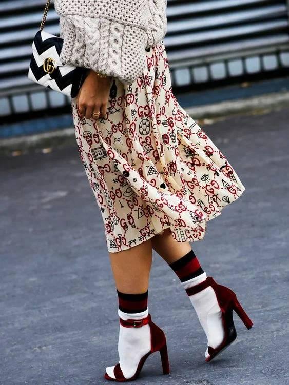 Носки с босоножками